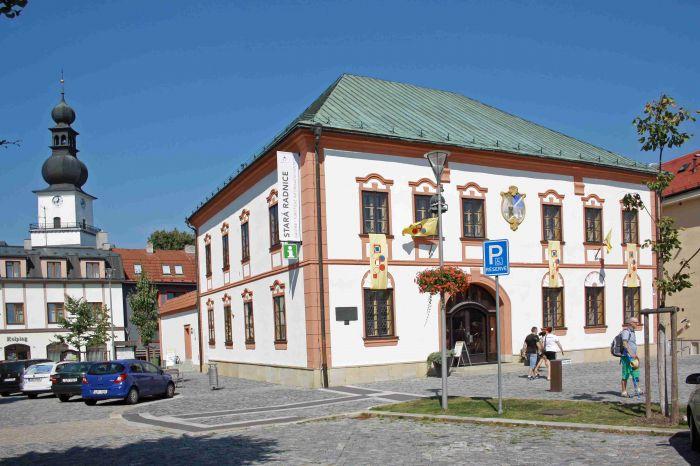 TIC  Žďár nad Sázavou na náměstí - 3647 x 2313