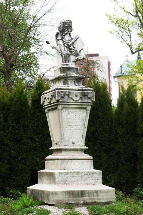 busta Jana Ámose Komenského - 1406 x 1932
