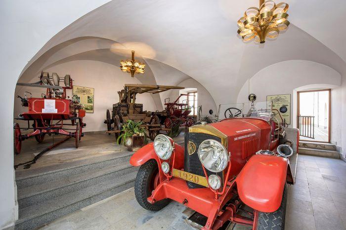 Zámek a  hasičské muzeum - 1418 x 1015